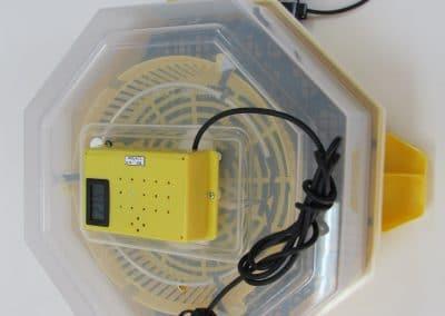 Автоматичен инкубатор за 41 яйца с влагомер