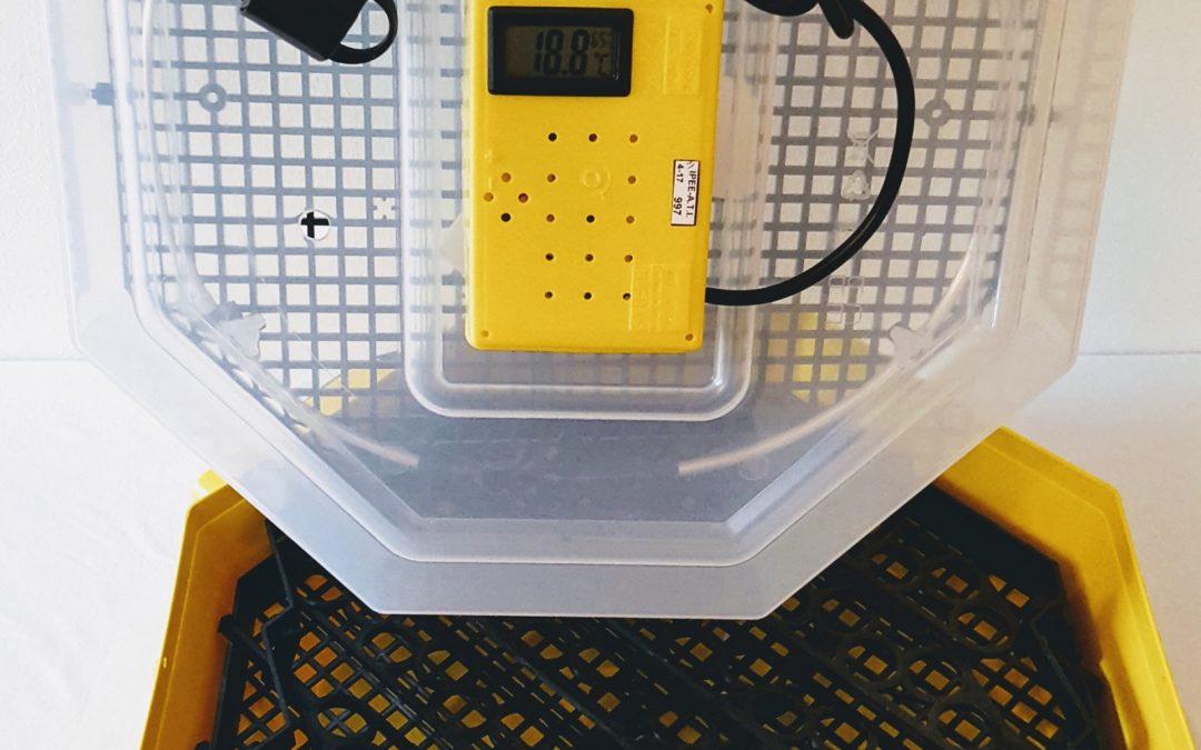 Полуавотматичен инкубатор за 74 яйца от пъдпъдък с влагомер //120,00лв