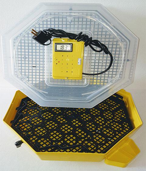 Полуавотматичен инкубатор за 41 яйца с влагомер и външни ванички//125,00лв